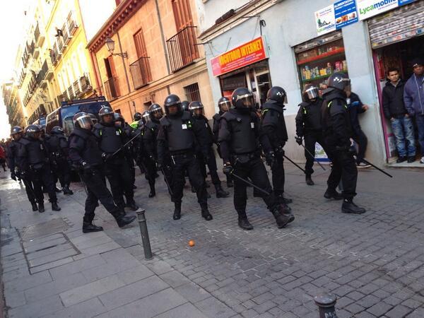 Democracia a las 13:11 en Lavapies http://t.co/ZjMi2gIk1w #AntonioSequeda