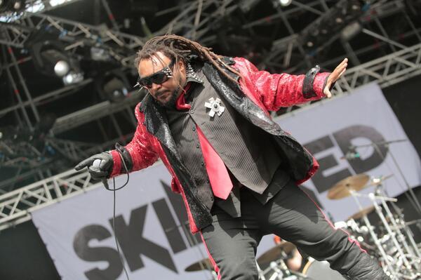 Bu fotoğrafı sadece Skindred'in #RockNCoke2013 performansını hatırladıkça içinden zıplamak gelenler beğeniyor. http://t.co/anhfgZPgIF