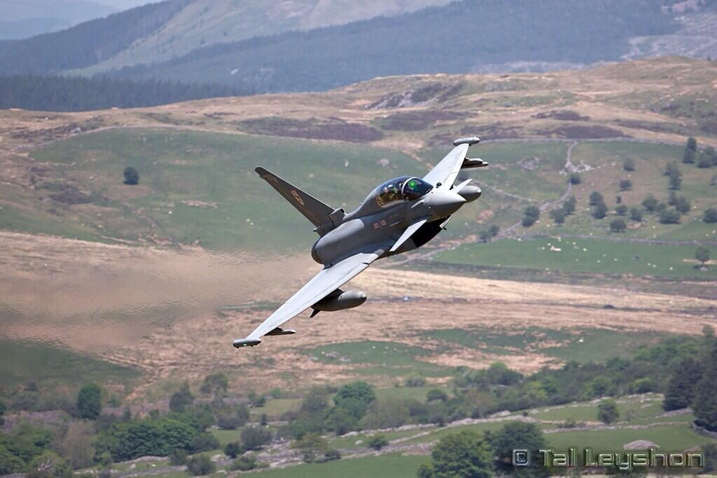 Wow RT @lowfly11 @AntonyLoveless @TyphoonDisplay And here's a shot from the Mach Loop during their sortie! http://t.co/c9C9rhVv1T