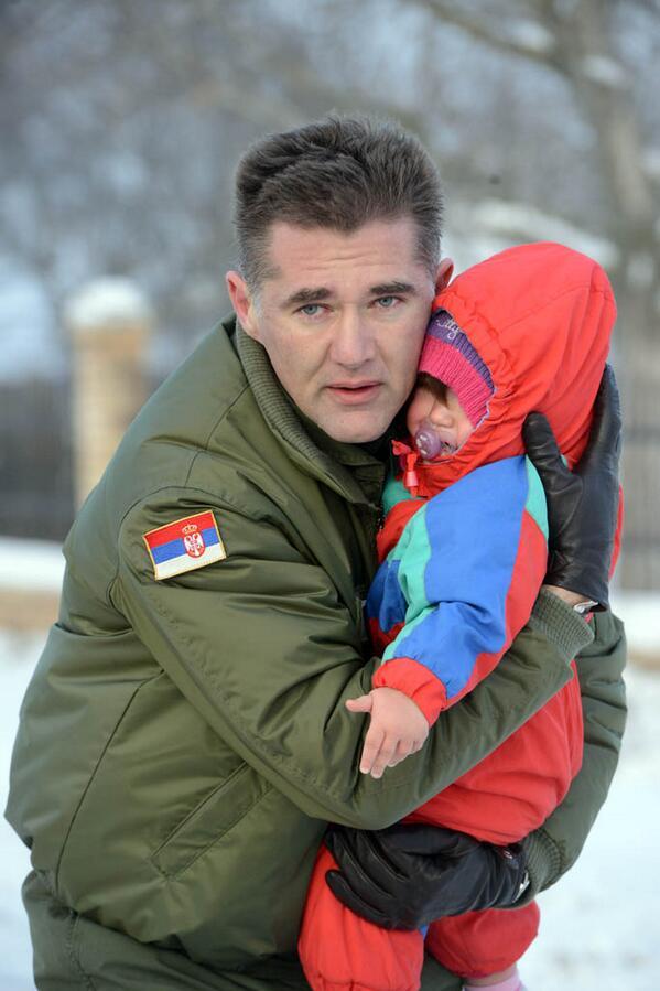 Što se foto dana tiče u pitanju je brigadni general Predrag Bandić, pilot, komandant aerodroma Batajnica - http://t.co/LvXUVQUoju
