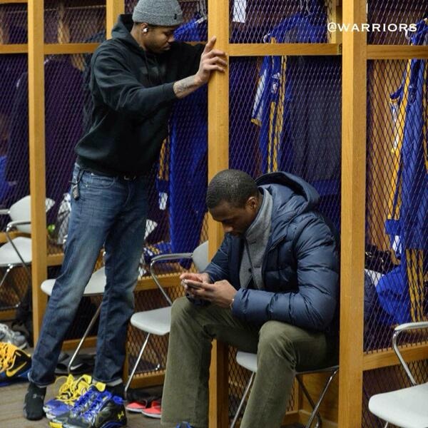 ".@hbarnes must be watching the #Warriors ""Happy"" video before pregame warmups. #NBACountdown   http://t.co/gEFW55Szwl http://t.co/TDZgl5YcLF"