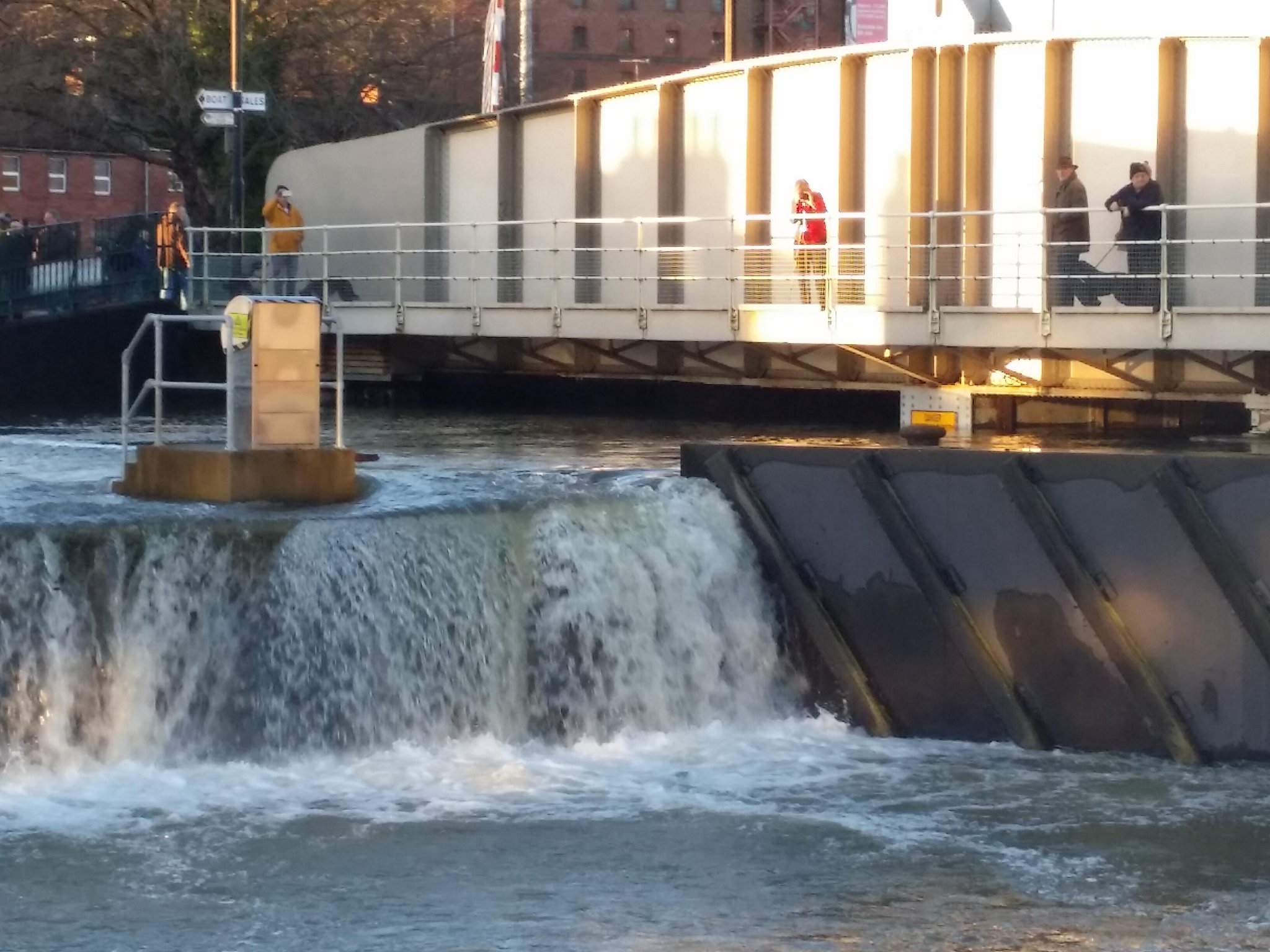 Lock gates into our Floating Harbour in Bristol completely overwhelmed this morning #riveravonhigh x http://t.co/u6H6UGCocH