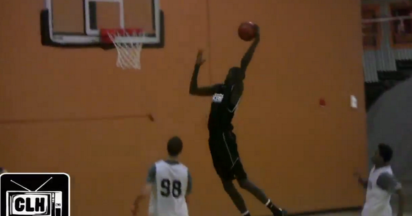 Holy crap. RT @bleacherreport: VIDEO: Thon Maker is a 7'1 HS sophomore with guard-like skills. http://t.co/ZpoEaxbJ7P http://t.co/r6K6reOWUx