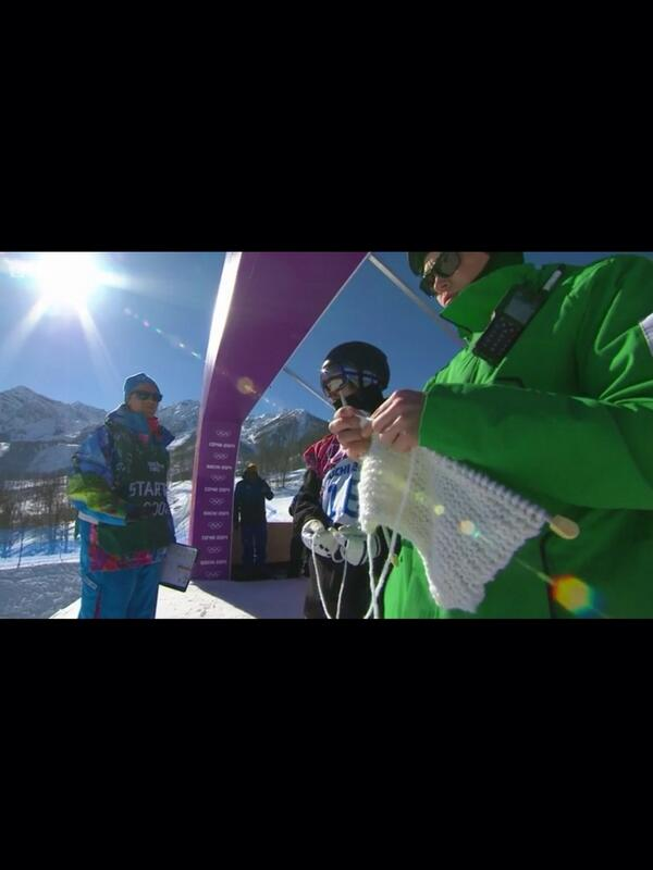 Finland's Roope Tonteri helping a knitter just before his #Sochi14 snowboarding run! #awesome http://t.co/2hdia7oK6Z