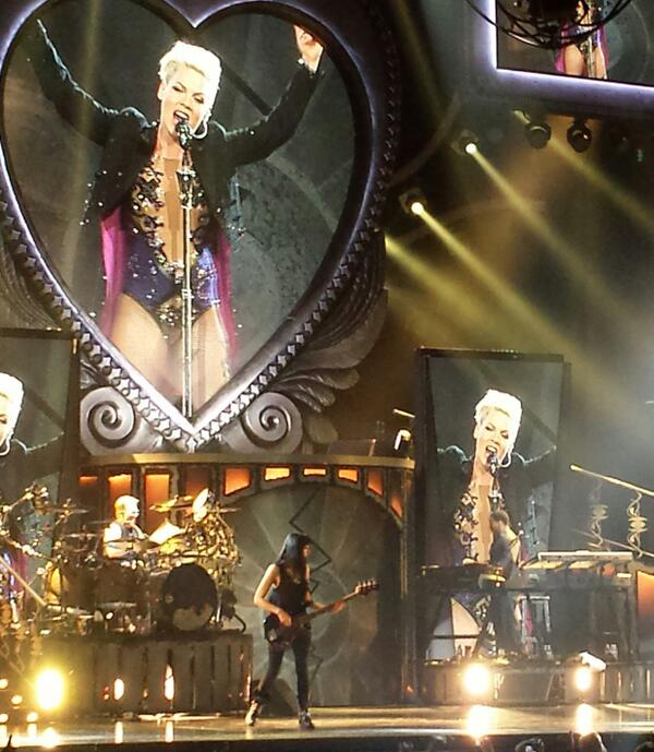 """""""I want everyone to win. Can't we all win??"""" @pink #TTALT last show @MGMGrandGarden. Definitely a win. w/ @evagardner http://t.co/GDIs50Cv8Z"""