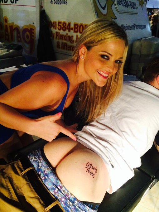 Fun times at the @TheTabooShows ? I had a fan get my name tattooed on his booty so I knew it was real