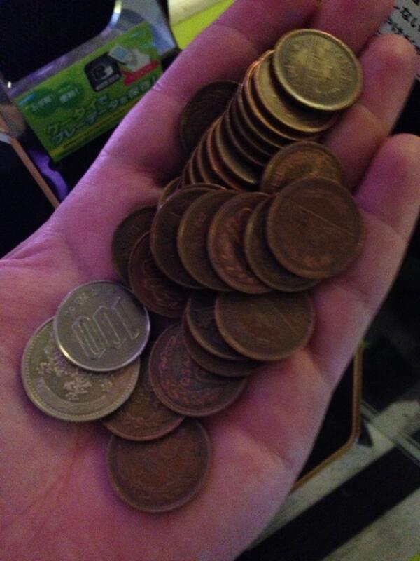 釣り銭切れに気づかず、1000円札で飲み物買った結果wwwww http://t.co/6t3RWb81S7