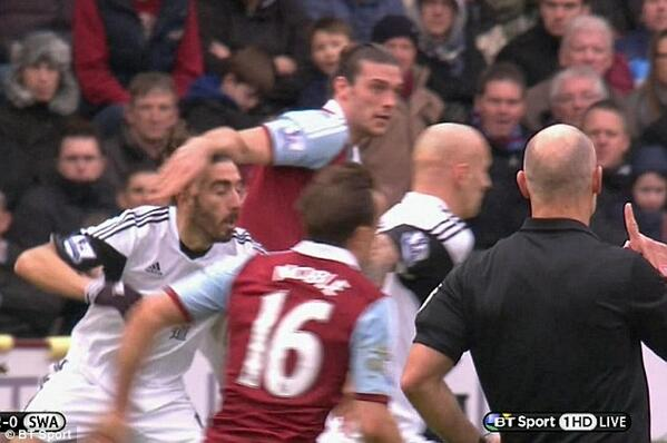 West Ham co chairman David Gold retweets picture & joke protesting Andy Carroll innocence