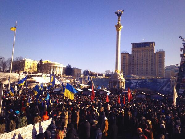 На майдане около 10-15 тыс человек