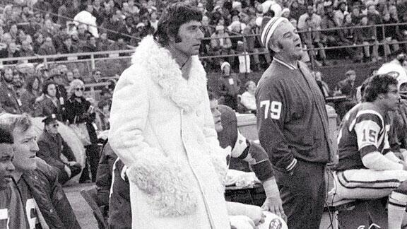 Joe Namath's jackets have always been amazing. http://t.co/i2LIx3MUIo