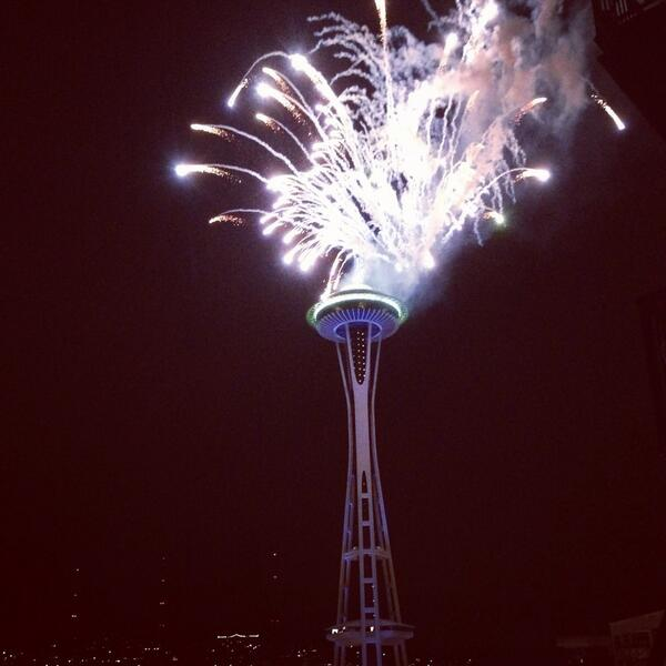 Fireworks off the Space Needle. SEATTLE SEAHAWKS WON THE SUPER BOWL!!!! http://t.co/AeXGs0i5Lp
