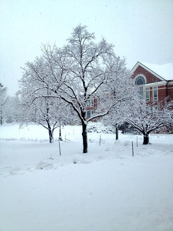 #snowday #etown #etowncollege #winter #highlibrary #freezing http://t.co/I2ezTxmrKD