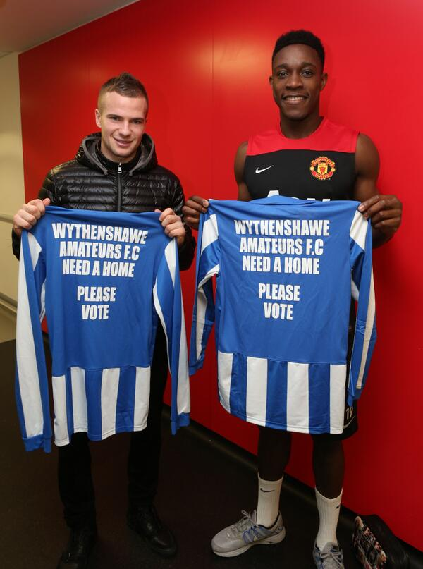 Man United release a picture of Danny Welbeck & Tom Cleverley with blue & white footy shirts, jokes ensue [Tweets]