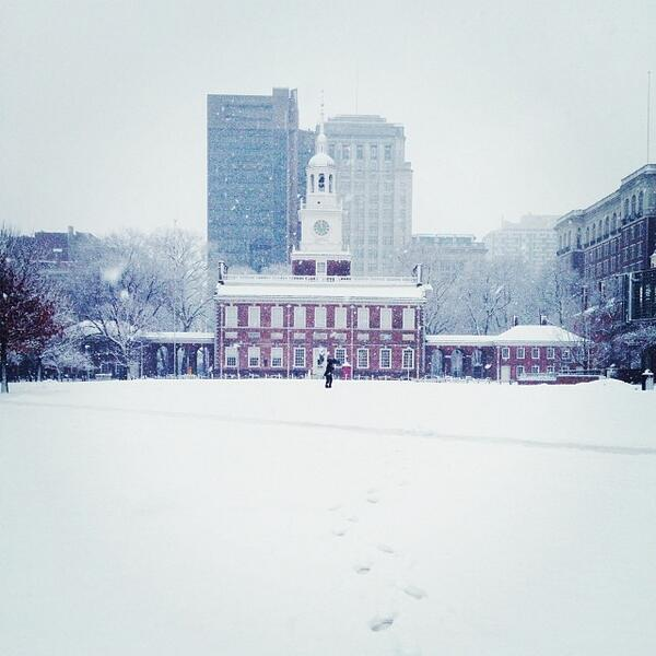 Our snowy #IndependenceHall photo of the day. We imagine it didn't look very different in 1776! http://t.co/pNKcatPfZx