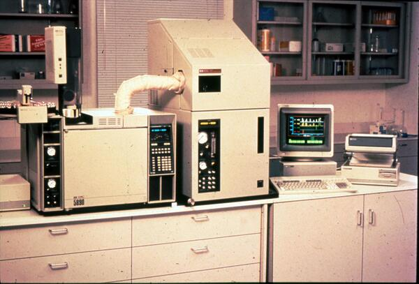 From the archives: Remember this? It's our old 1st-generation GC-AED (Atomic Emission Detector) circa 1990. http://t.co/qgtPcOxjCm