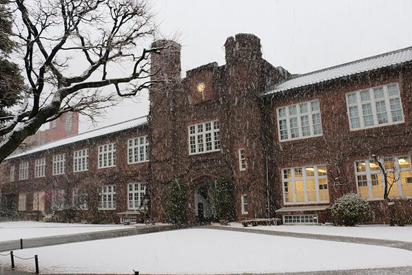 雪の舞う池袋キャンパス http://t.co/Kk5GYGosO2
