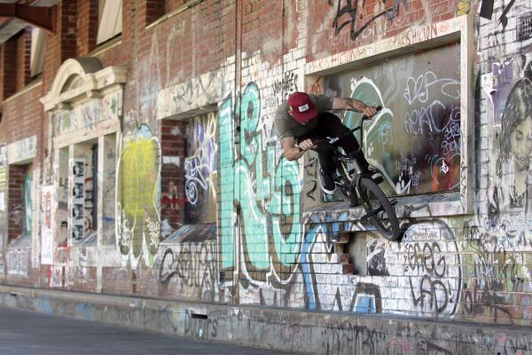 Dak smiths in Perth Au. while filming for his signature shoe release from @vansbmx66 #vans #firstinbmx #dakdownunder http://t.co/KQCYpMEK8K