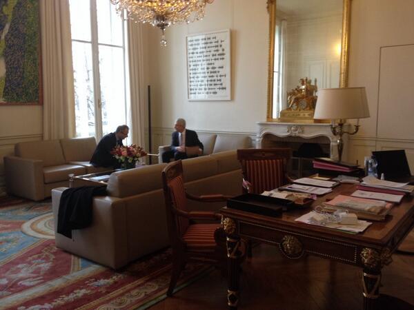 Caroline Vigoureux A Twitter Briefing Dans Le Bureau Du Pdt De L Assemblee Nationale Avec Son Directeur De Cabinet Jean Luc Porcedo Perchoirlive Http T Co 4exh4xez3g