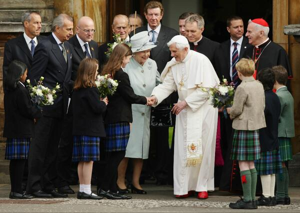 Her Majesty with Pope Benedict XVI at the Palace of Holyroodhouse in Edinburgh in 2010: @news_va_en @Pontifex http://t.co/fgsWM7Sium