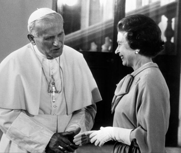 The Queen with Pope John Paul II at Buckingham Palace in 1982 @news_va_en @Pontifex http://t.co/0MlWbZupAO