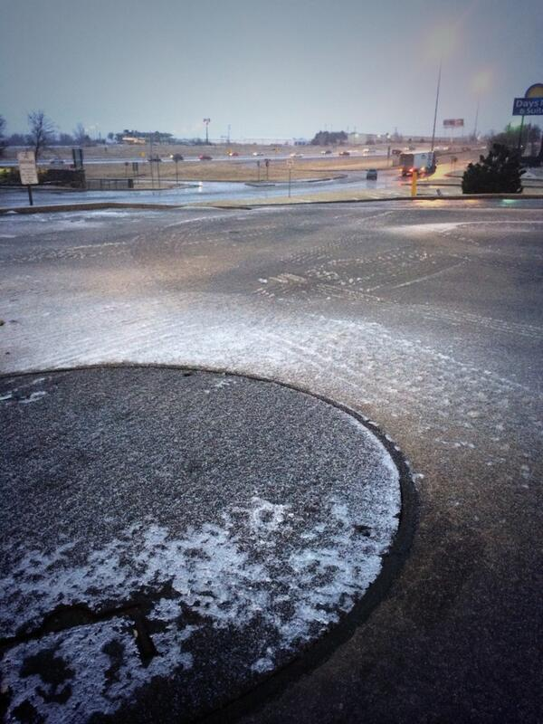 The slush from earlier is turning into ice. It's intermittently spread on the roads. @kfor #drivesafely http://t.co/II9lwt8Evs