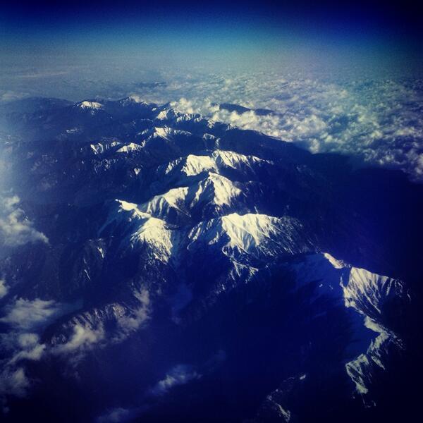 今朝の羽田ー岡山便。聖岳上空8,000m。機上より、白銀の南アルプス。 http://t.co/U9l1kzWxCY