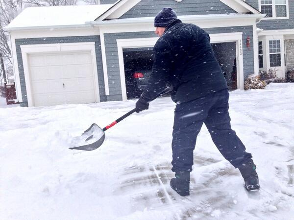 This won't be the last time he clears his driveway if the snow continues to fall. #olathe #fox4kc #kcsnow http://t.co/vx8hGKoaN6