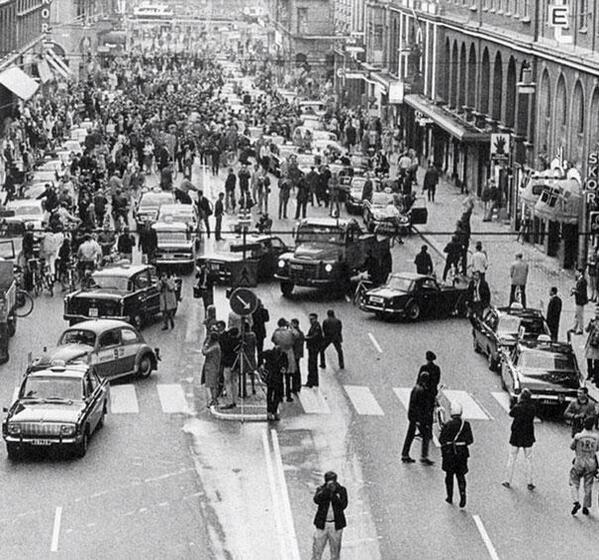 Первое утро после перехода с левостороннего на правостороннее движение в Швеции, 1967 г http://t.co/q8TXpYTl9p