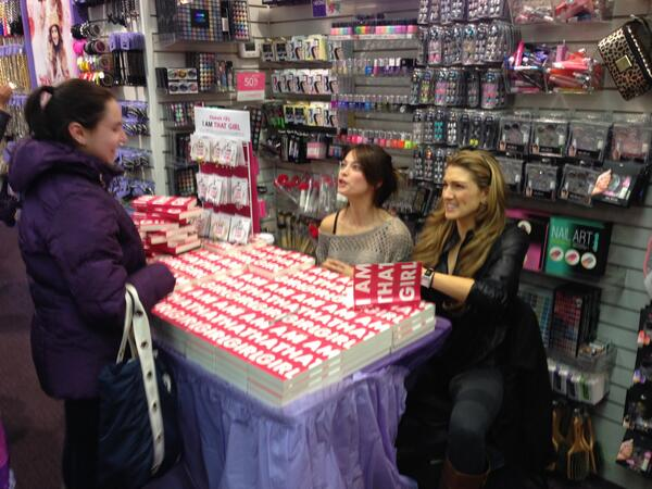Having a great time w/ @MissAlexisJones & @MsKristinKreuk at the @iamthatgirl book signing @ClairesStores #BeThatGirl http://t.co/Fhhcumxzft