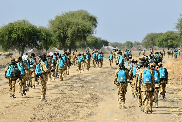 Soldiers in South Sudan photographed wearing backpacks donated for children http://t.co/iLHCGdDpmD http://t.co/kGYKh05Yrc