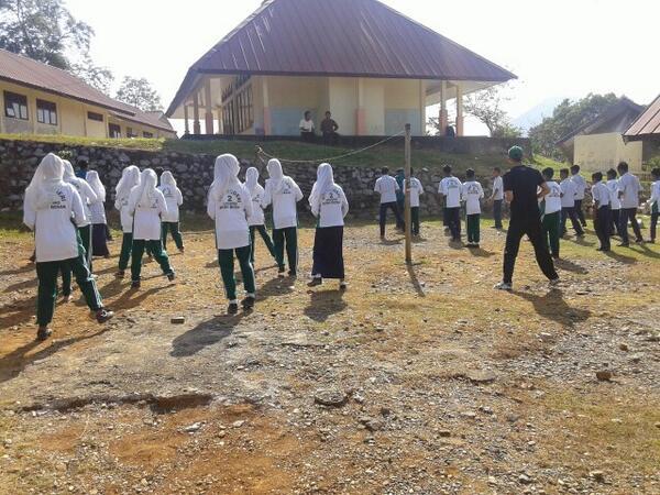Sma N 4 Banda Aceh Twitterissa Faisalquicker Ngajarin Senam Poco Poco Ala Smanp4tbna Di Smp N 2 Lhoong Aseeekkk M Kknunsyiah2014 Http T Co Htjn2iyjoe