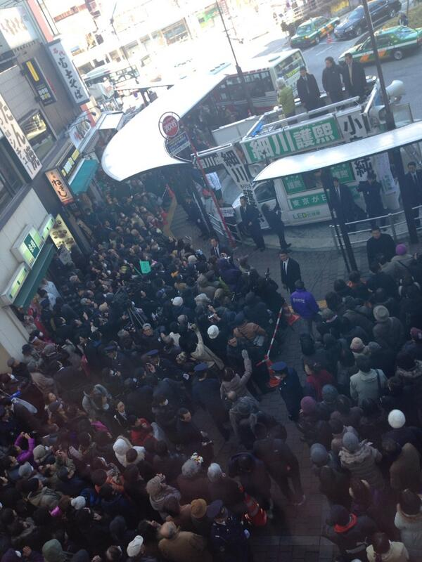 タウンセブンの二階からの角度です!聴衆、まだまだたくさんだけど入らない!  #細川護熙 @morihirotokyo @katterentokyo http://t.co/f3l2O3yJS0