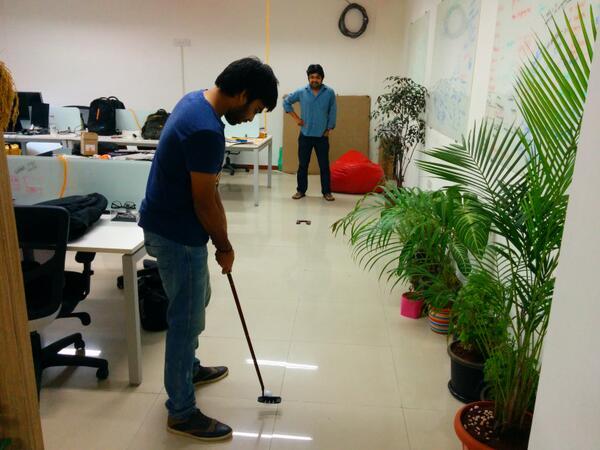 Puttering time at @justunfollow office :) #golf #indoor #funfunfun http://t.co/uqjWpDwJDE