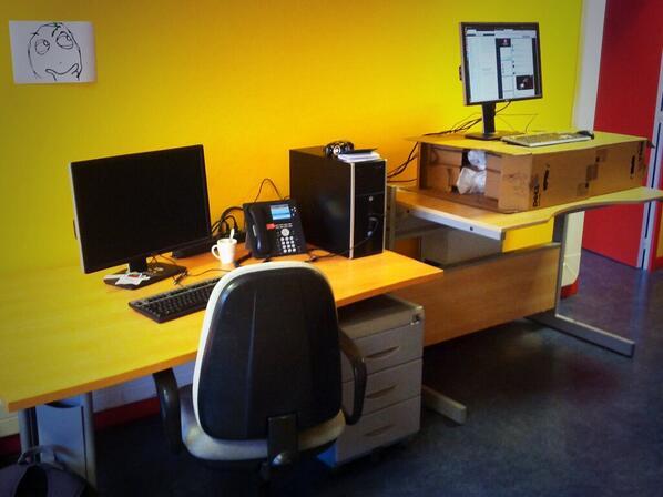 Dual sitting/standing desks
