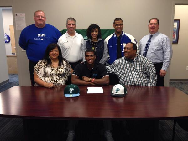 It's official: Glen Cuiellette signs with #Tulane. #SigningDay #nolaprep @trued2005 @Glen_Cuiellette http://t.co/LhweLfVjpd