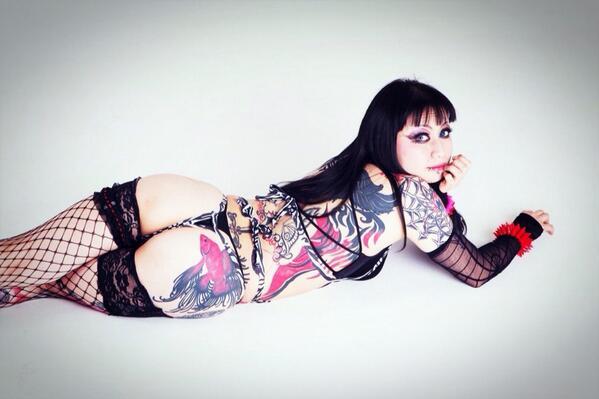 【2/11〜15 DX歌舞伎町】ド派手な赤黒タトゥーがトレードマークの改造娘、Mari嬢も出演します。11日と12日!【毒蟲presents 玉椿】 http://t.co/et7BPgEJHP http://t.co/AKlVSqzCfL