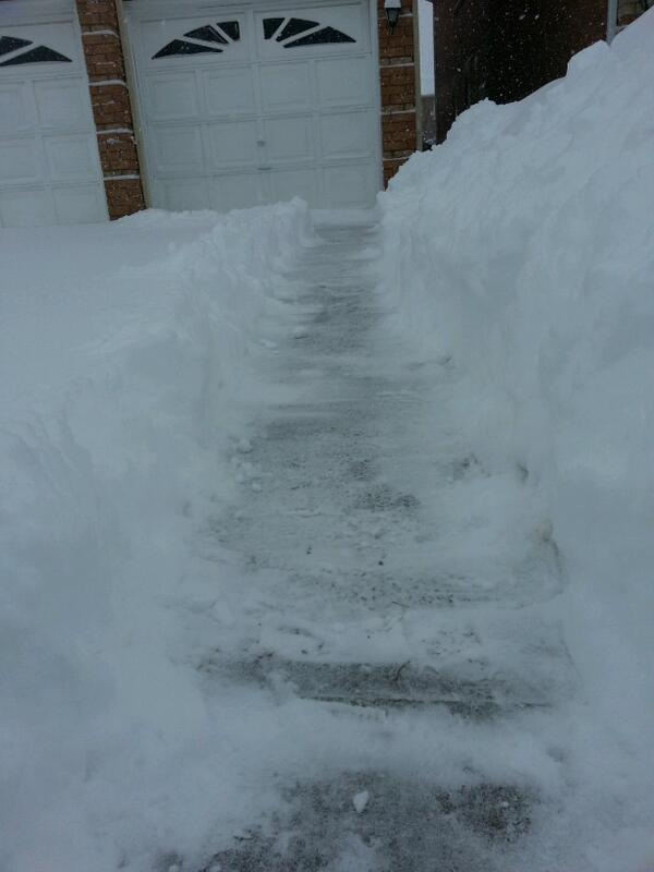 @CityNews trying to dig out in Markham #citywx photos http://t.co/mvb6xhsBU0