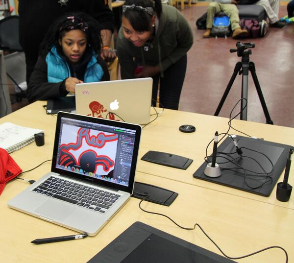 Teens at HWLC Youmedia learn to use tablets for digital drawing & painting on #DLDay http://t.co/0TojTlK3uR