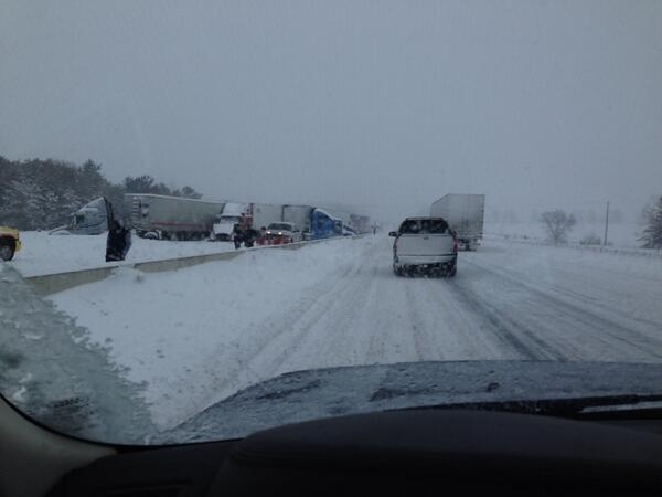 @ctvottawa 401 west bound closed due to this http://t.co/4RSXrPZTB9