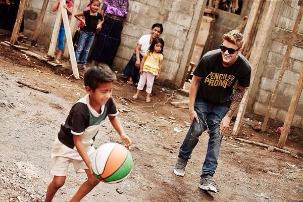 RT @justinbieber  Together we can change the world http://t.co/svl88Awbww