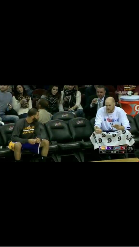 Lakers bench http://t.co/Jnd9UH9fHh