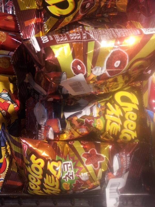 치토스가 콜라맛에 이어 초코맛이 등장... http://t.co/KL1T5IcSta