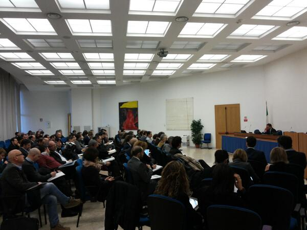 Proposta @siboc al #meetstartup: creare gruppo x incontri mensili dove discutere,  scambiare e valorizzare #socialpa http://t.co/NzfVd68LYS