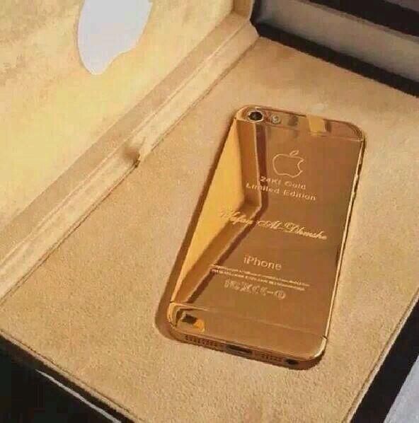 #info katanya ini iPhone 5s yg baru justin beli dan berlapiskan emas 24karat -.- beb kamu jangan mubazir-_- http://t.co/jk4I10yof7