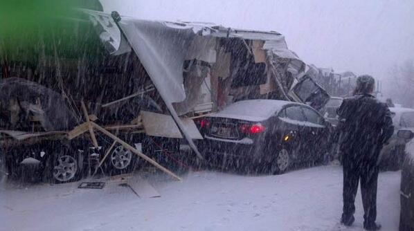 A driver involved in the 20-vehicle I-5 crash just shared these photos with us: http://t.co/av1NL0oi3E http://t.co/Kt7ythGEYE