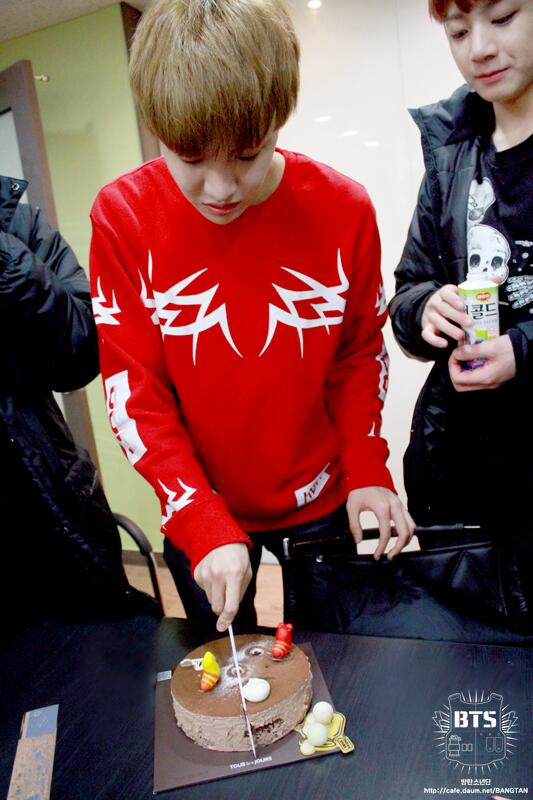 Picture Fancafe Staff Diary140218 J Hope Birthday 140221