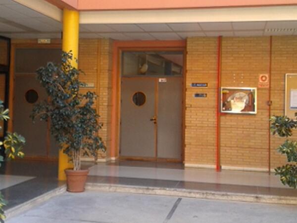 La Facultad de Educación de Málaga,tiene dos patios.En el patio de la derecha, en el aula 0.09 será #MOOCafeMalaga http://t.co/JkwnKEbMjf