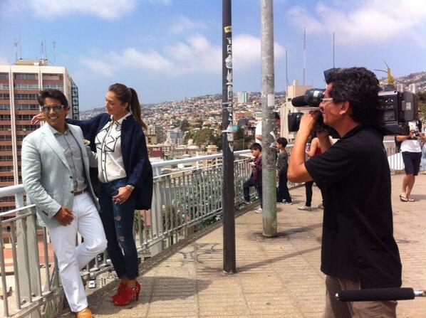 """""""@elfestival: @CarolinaDeMoras y @RafaAraneda recorren el Paseo Atkinson de Valparaíso. ¡Ya se vive  #Viña2014! http://t.co/qsl3QK8rOv"""""""