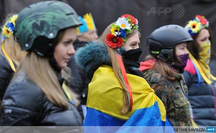 """5-летние """"экстремисты"""" и """"агенты госдепа"""" катят вместе с мамой шины на баррикады Майдана - Цензор.НЕТ 6333"""