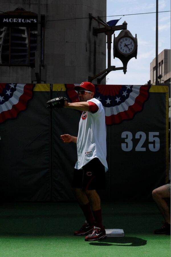 #JoeyVotto in shorts. #FaceOfMLB http://t.co/sTpCPuo0v5
